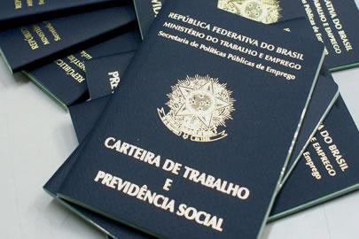 Mais de quatro milhões de brasileiros voltaram a trabalhar nos últimos 30 dias, diz IBGE